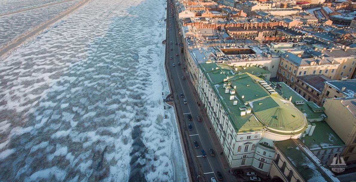 宫廷堤岸 (Palace Embankment)