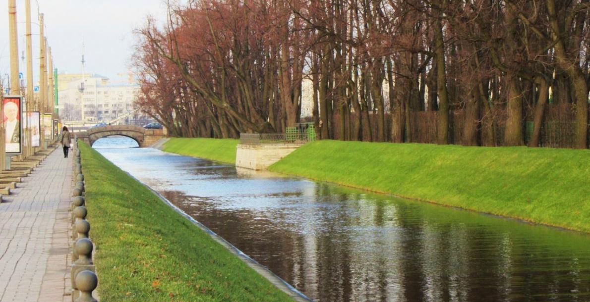 列彼雅日运河堤岸 (Lebyazhy Canal Embankment)