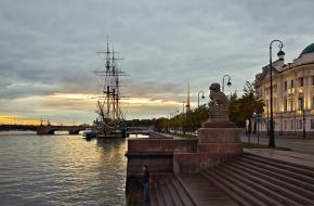 彼得罗夫斯基堤岸 (Petrovskaya Embankment)