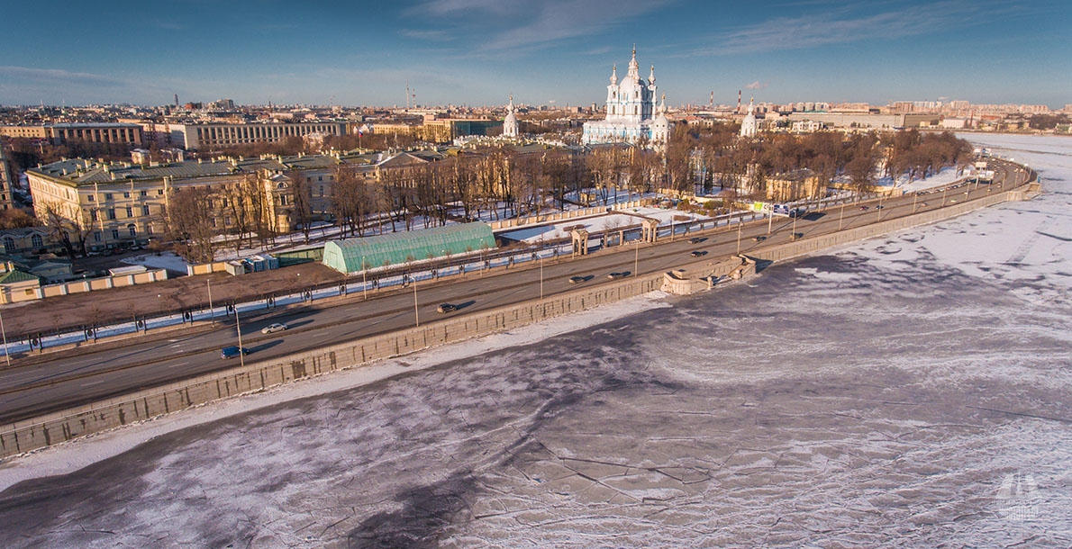 焦油堤岸 (Smolnaya Embankment)