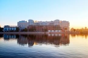 乌沙科夫斯卡娅堤岸 (Ushakovskaya Embankment)