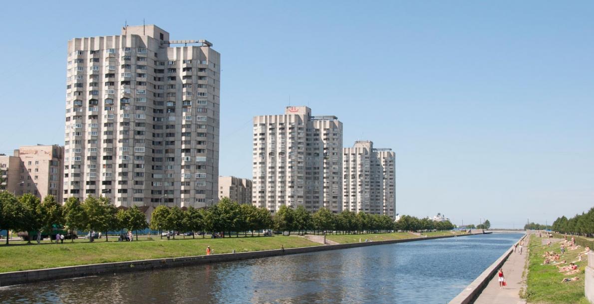 诺瓦斯莫连斯卡亚滨河路 (The Novosmolenskaya Embankment)