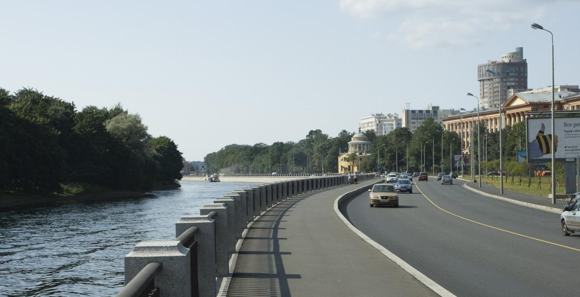 滨海大街堤岸 (The Primorsky Prospect Embankment)