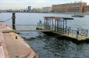 """码头 """"彼得格勒得斯卡娅沿岸街"""""""