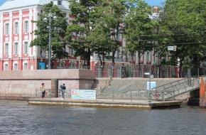码头 «大学的沿岸街»